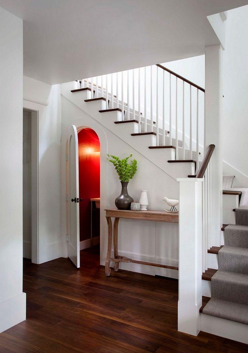 Пространство под лестницей (22)