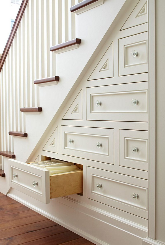 Пространство под лестницей (23)