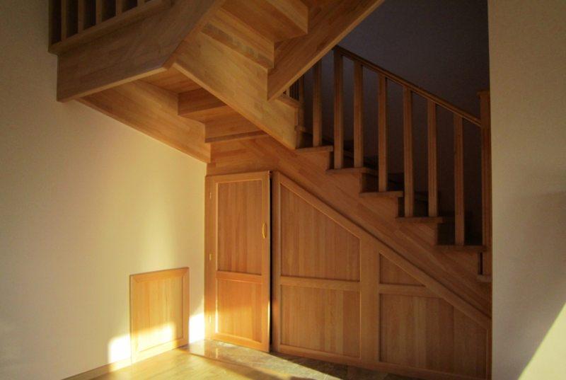 Пространство под лестницей (24)