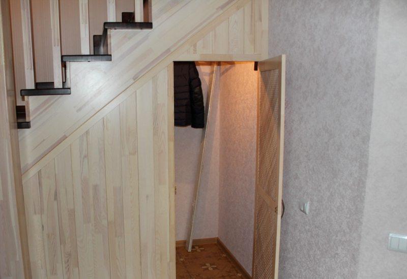 Пространство под лестницей (25)