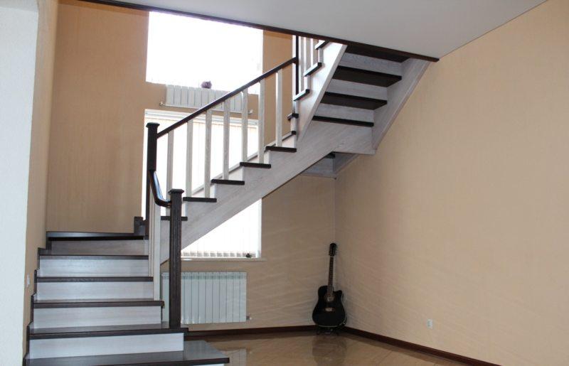 Пространство под лестницей (26)