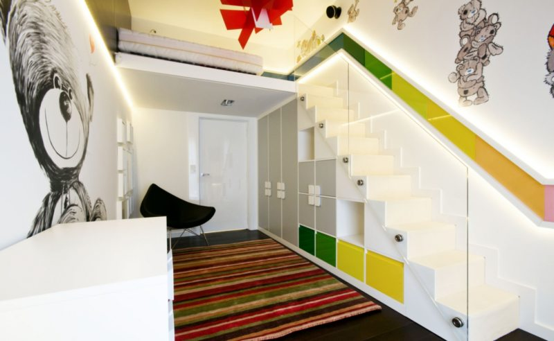 Пространство под лестницей (3)