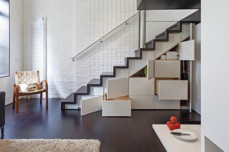 Пространство под лестницей (35)