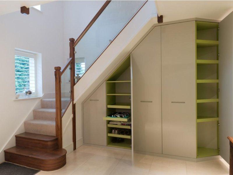 Пространство под лестницей (4)