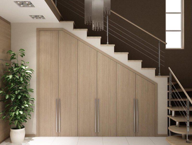 Пространство под лестницей (57)