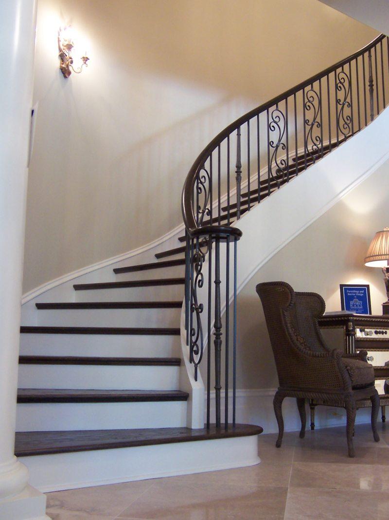 Пространство под лестницей (8)