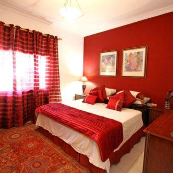 Красная спальня — какой она должна быть? 77 фото вариантов дизайна!