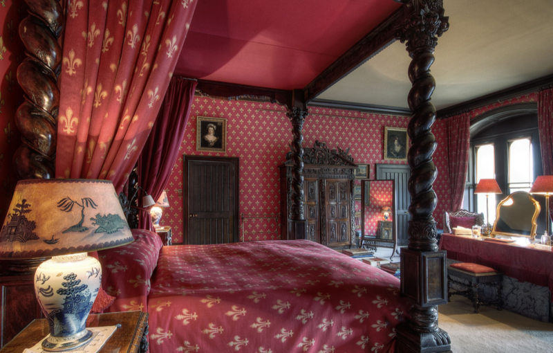Red bedroom 7 (24)