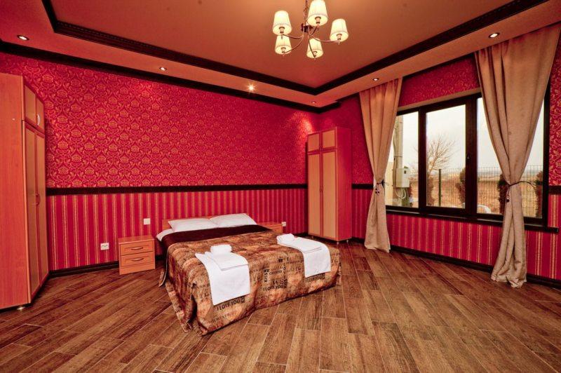 Red bedroom 7 (25)