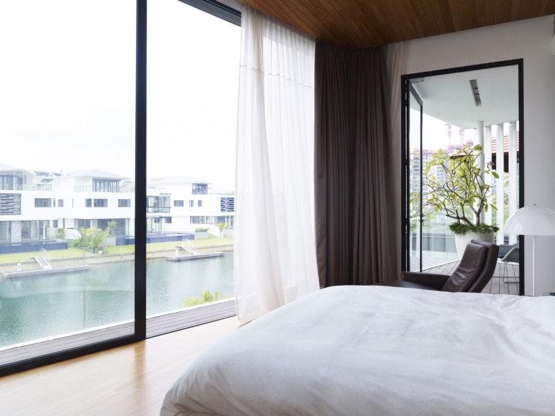 Спальня с двумя окнами (10)