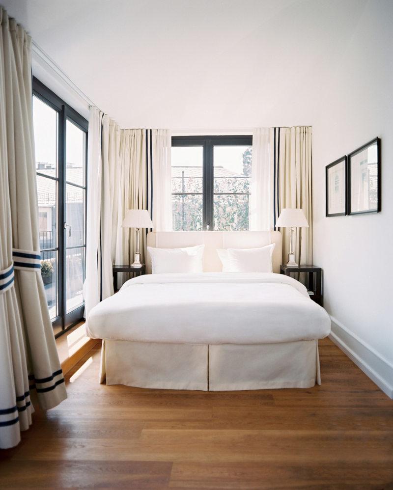Спальня с двумя окнами (12)