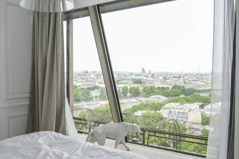 Спальня с двумя окнами (21)
