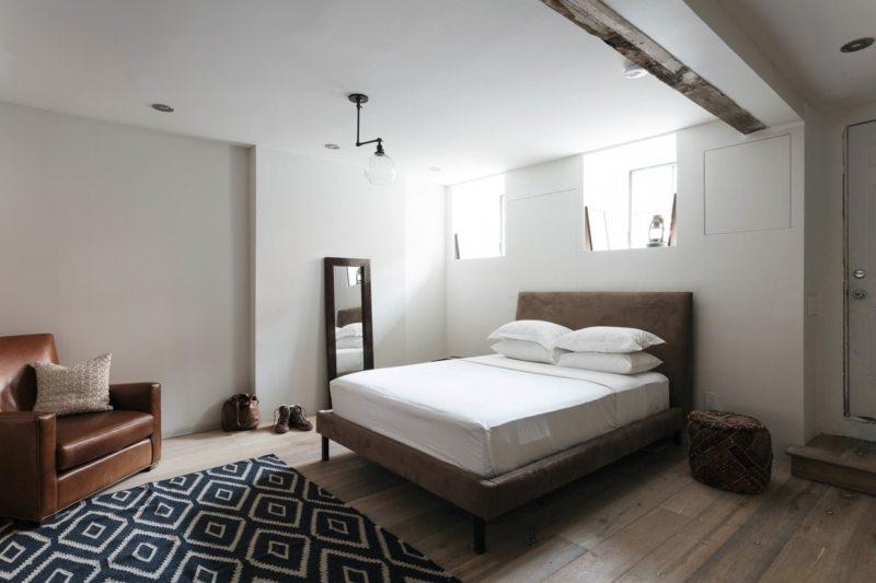 Спальня с двумя окнами (22)