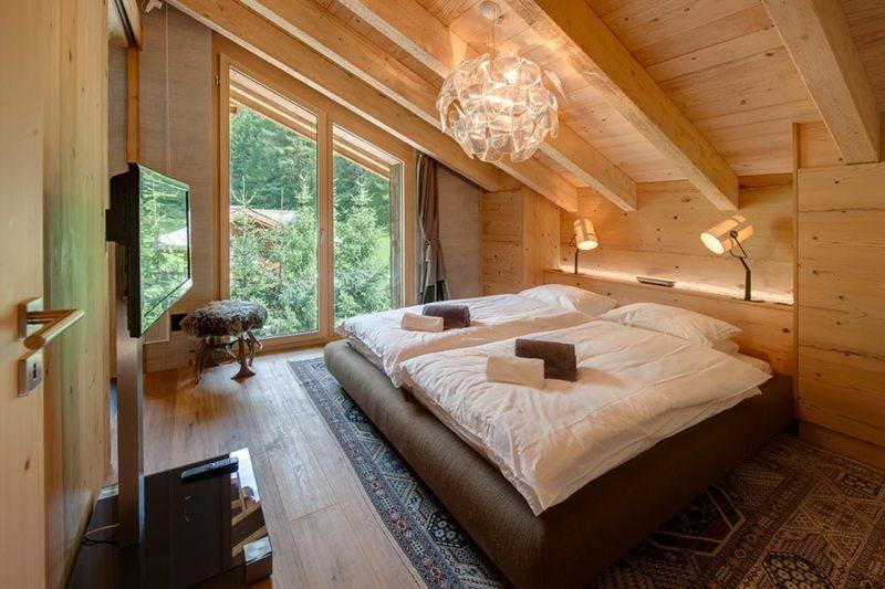 Спальня с двумя окнами (3)