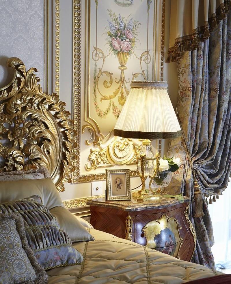 Шикарный и богатый дизайн спальни в стиле барокко