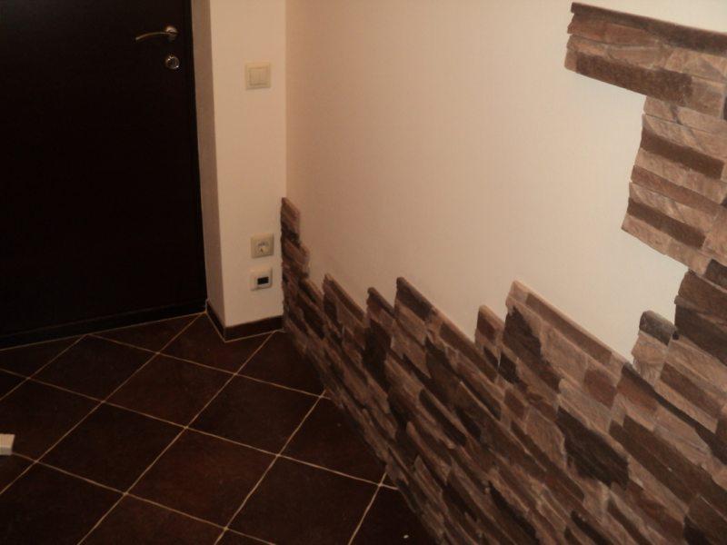 Стены в прихожей (32)