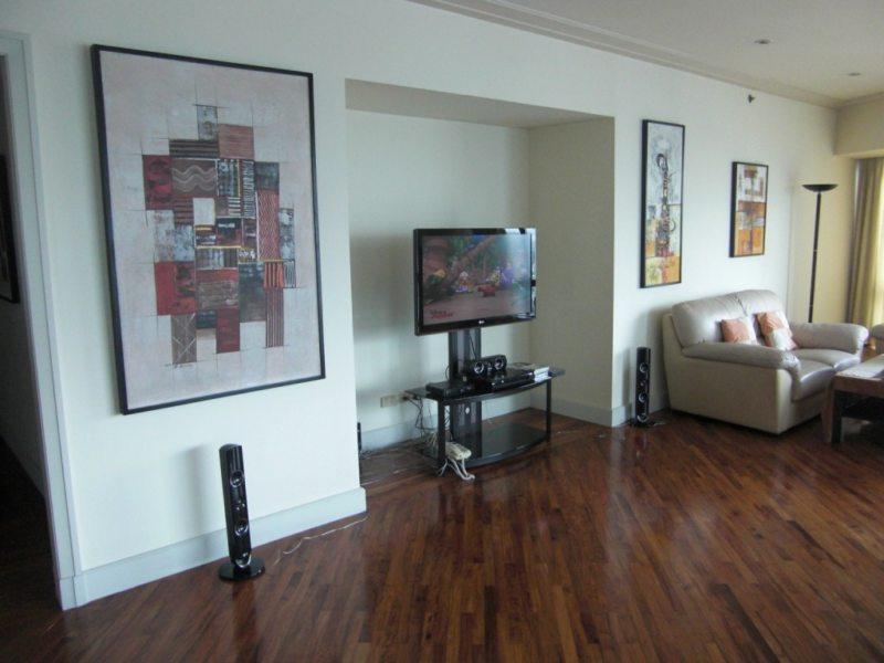 Телевизор в гостиной (12)
