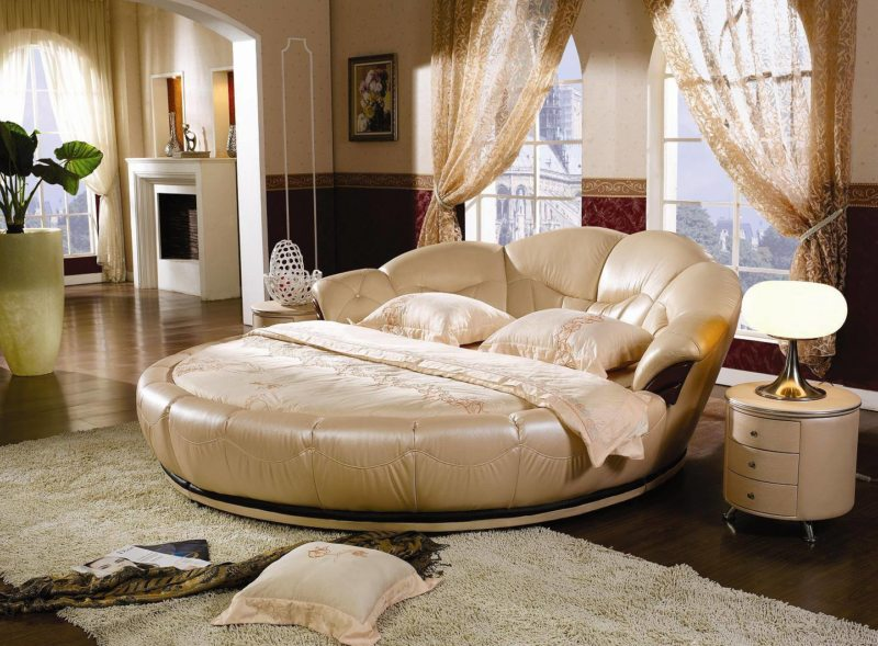 The round bed in the bedroom (10)
