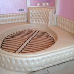 The round bed in the bedroom (12)
