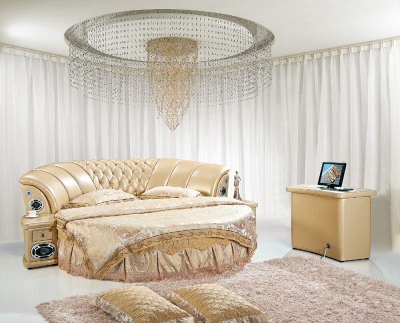 The round bed in the bedroom (18)