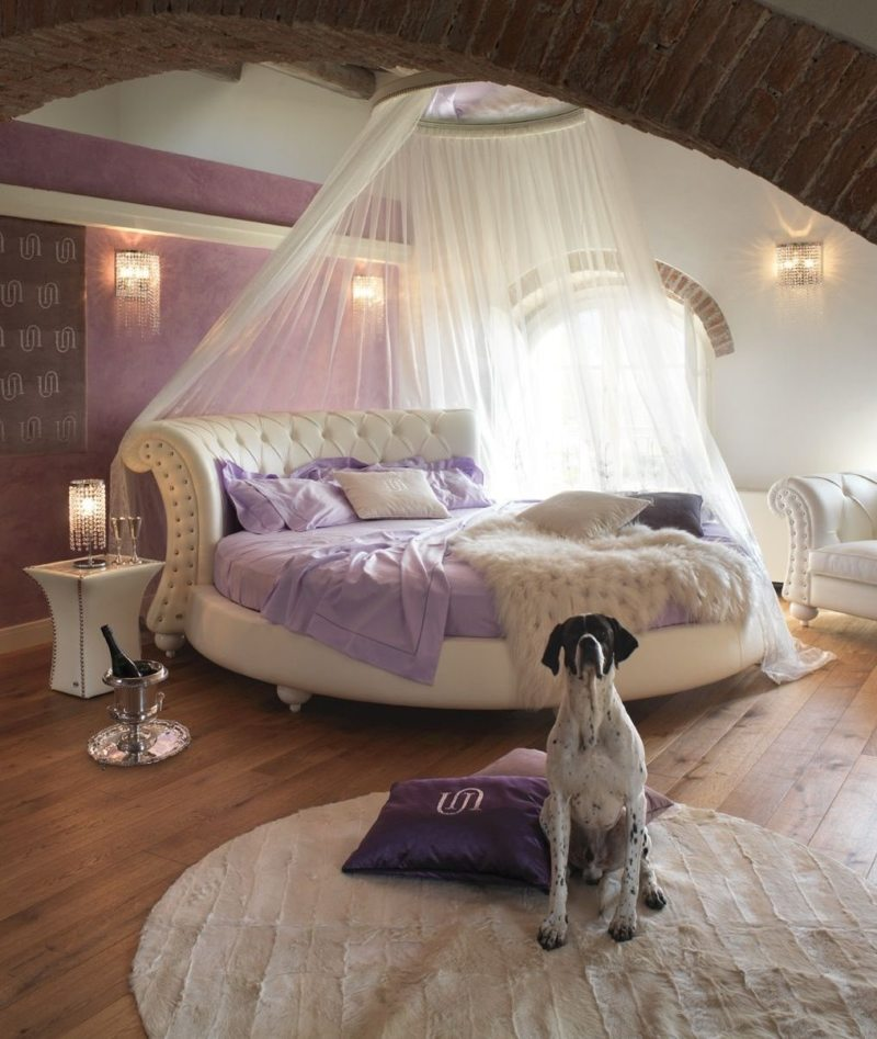 The round bed in the bedroom (9)