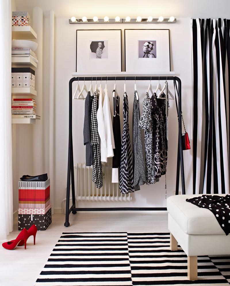 Открытые вешалки для одежды напольные в интерьере фото