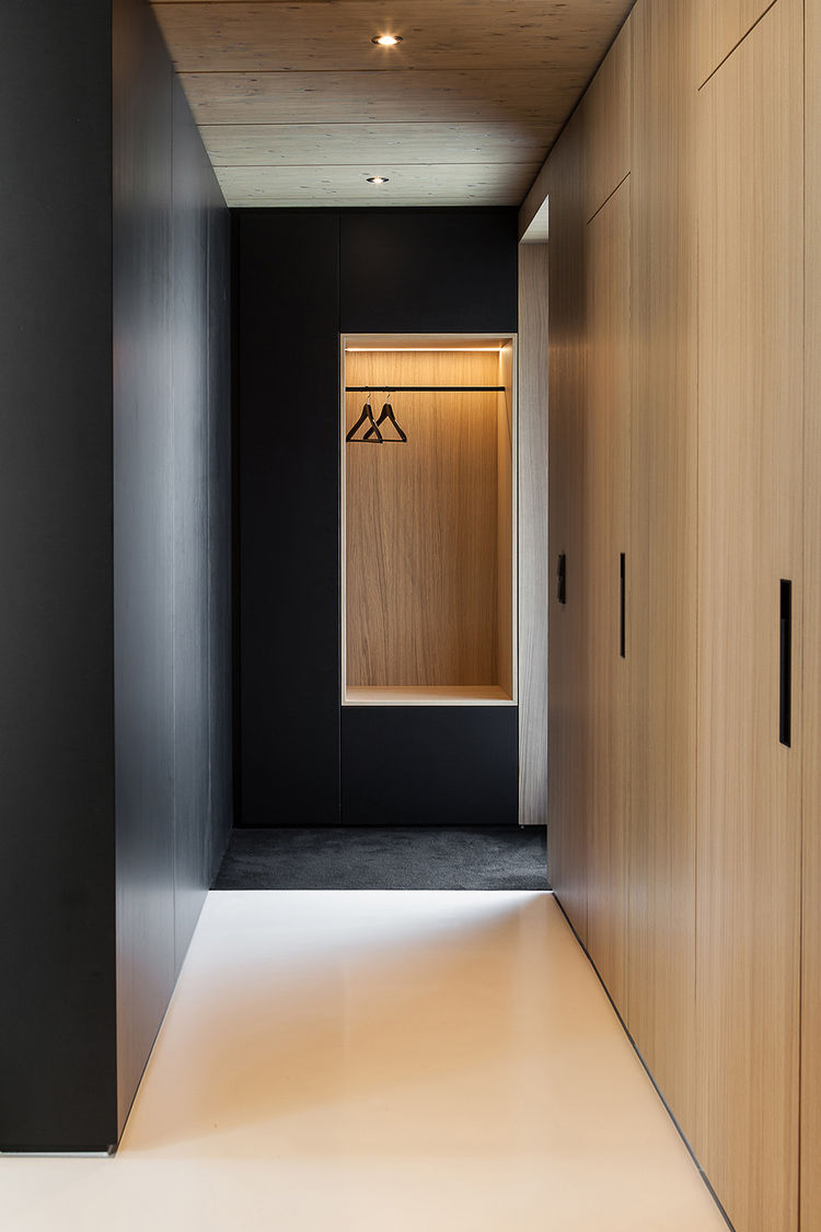 Встроенный шкаф в прихожую (25)
