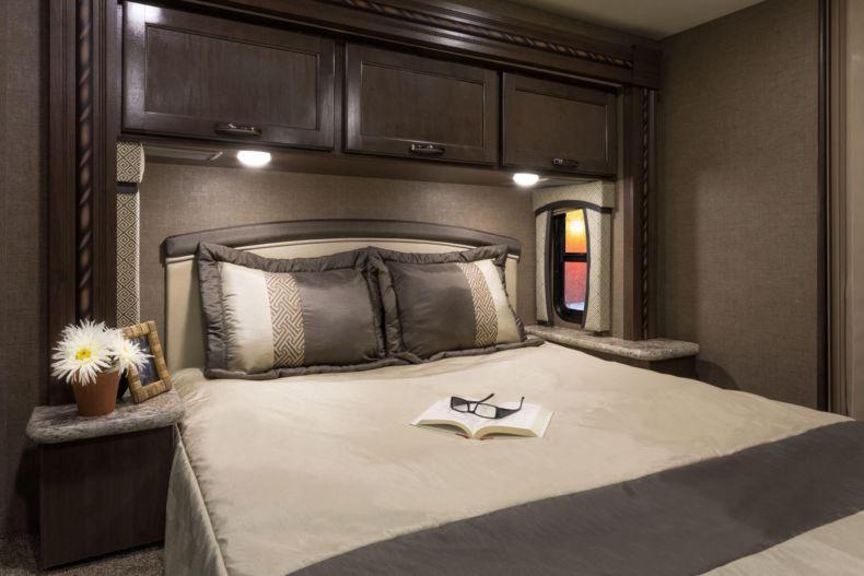 Дизайн спальни 2018 года (55)