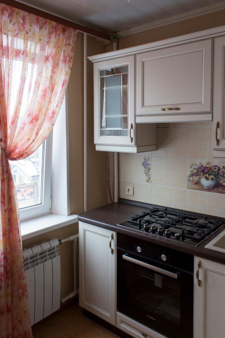1490646339_dizajn-malenkoj-kuhni-v-klassicheskom-stile-1