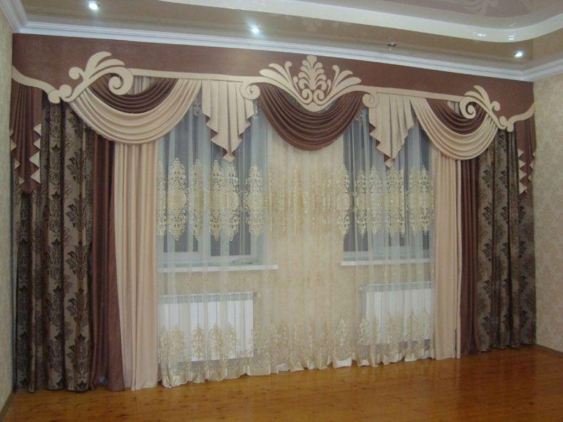 Dizajn-lambrekena-dlja-zala-s-bolshim-oknom