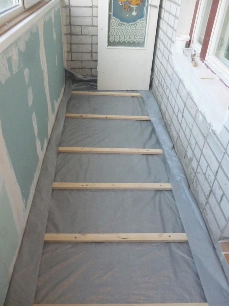 Uteplit-balkon-svoimi-rukami-21-768x1024