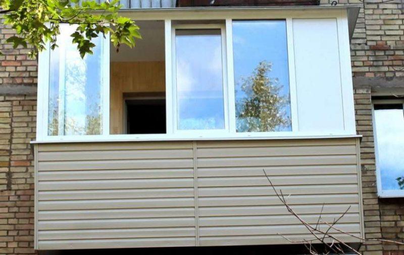 balkon-v-hrushhevke-svoimi-rukami-0