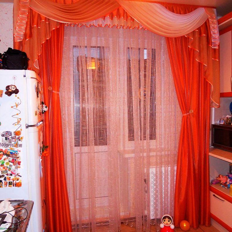 shtory-na-kukhnu-s-balkonom15