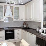 белая кухня в интерьере квартиры фото