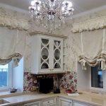 английские шторы на кухне фото