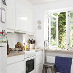 белая глянцевая кухня без ручек фото