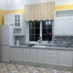 как подобрать короткие шторы на кухню