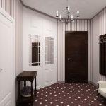 полосатые обои в коридоре
