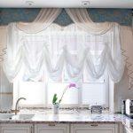 шторы короткие на кухне фото