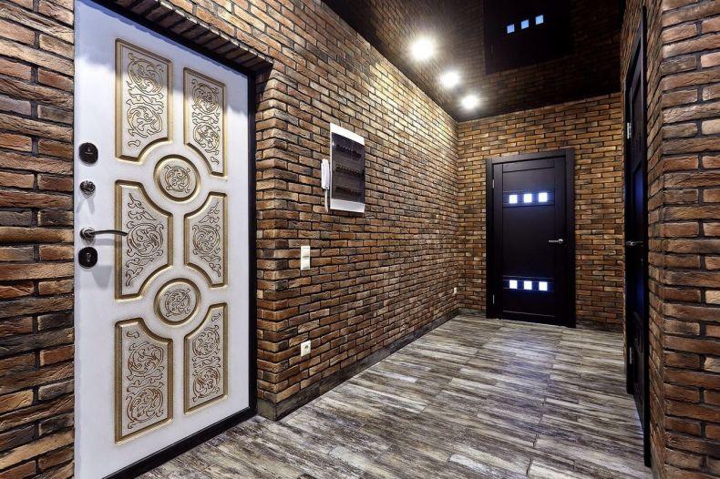 отделка стен декоративным камнем в прихожей
