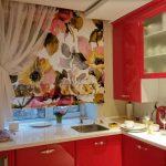 красивые римские шторы на кухне