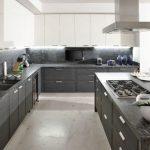 кухонный гарнитур в сером цвете фото