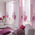 монохромный интерьер в гостиной шторы