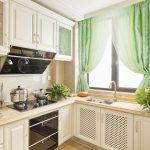 зеленые короткие шторы на кухню фото